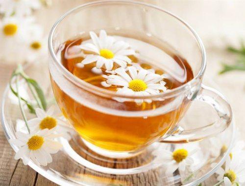 Saç Rengini Açan Papatya Çayı